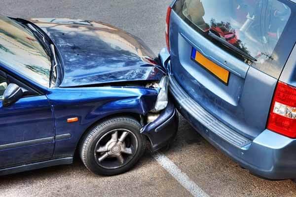 จอดรถแล้วโดนชนท้าย